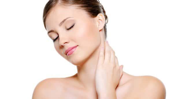 Comment resserrer la peau de mon cou?