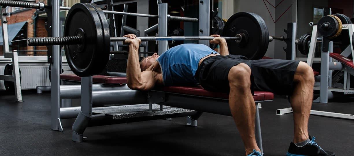 Comment puis-je développer mes muscles pectoraux inférieurs sans équipement?